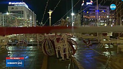 Ураганният ватър събори коледната украса в София