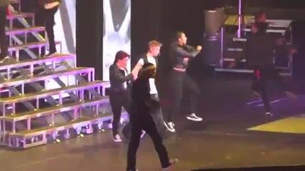 Justin Bieber повръща на сцената