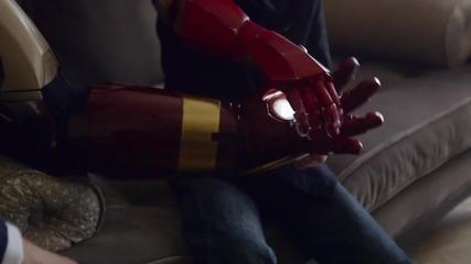Робърт Дауни дава истинска бионична ръка на дете в нужда