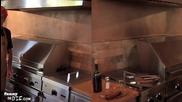 Чарли Шийн се опитва да готви! (много яка рецепта)