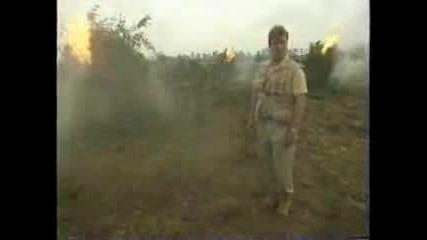 Водещ Се Напушва От Изгаряне На Марихуана