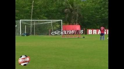 Роналдиньо - 9 гола от 10 фаула