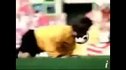 Най - Малкия футболист бебе вкарва гол