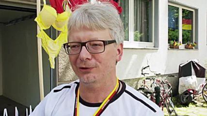 Vi-bra-nt Germany fan hopes to inspire team to tit-le with frisky flag!
