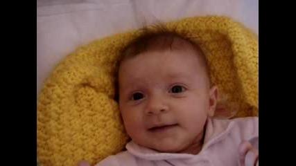 Бебе Габи Се Събужда