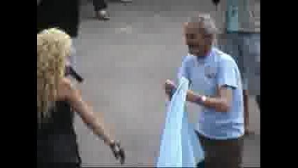 Малина целува гъза на Ахмед Доган