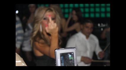 На ти вееее - Андреа показва среден пръст :d