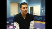 Ван Перси Играе Тенис На Маса