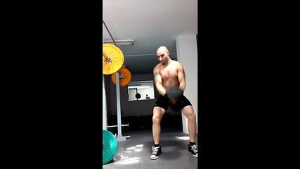 Трениране - Тласкане с една ръка 32 kg - Fit Camp