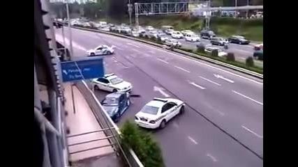Тоя пич яко се позабавлява с полицията