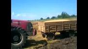 Case бута закъсал трактор
