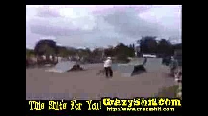 Skater Пада След Грешен Back Flip
