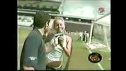 Репортерка иска автограф от футболист ! Сваля си дънките