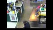 Вижте какво уловиха камерите в супермаркет !
