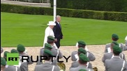 Germany: Gauck welcomes Queen Elizabeth II with full military honours