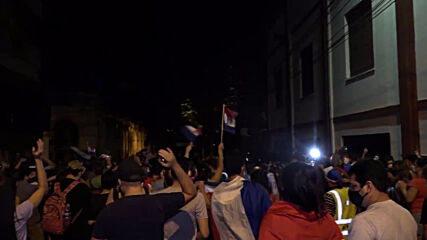 Paraguay: Clashes as anti-govt protests over COVID response enter second night