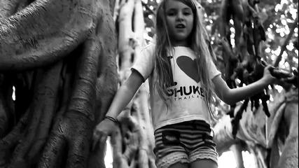 Първата песен на 8-годишната Жулиет