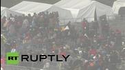 Австрия: Стотици бежанци влизат през границата със Словения