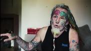 Британец отряза ушите си, за да заприлича на своя папагал