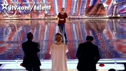 Великобритания търси талант-ронан Парк 12 годишен с глас.