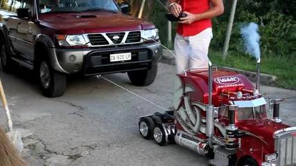 Мини камион дърпа Nissan Patrol !