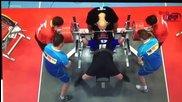 Mъж вдига 400 кг. тежест!