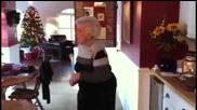 Баба танцува Dubstep