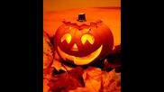 Hallowlln По традиция на празника се носят страшните костюми, правят се тиквените фенери и се обика