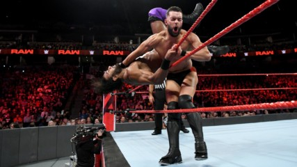 Finn Bálor vs. Jinder Mahal: Raw, Sept. 24, 2018