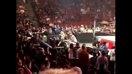 Какво става по време на друга рекламна пауза в Raw