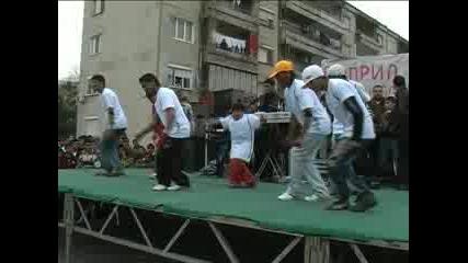 Брейк и българско хоро за деня на ромите