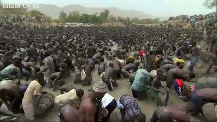 Хиляди рибари изпразват езеро за минута