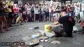 Уличен техно барабанист спечели аплодисментите на хората
