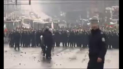 Полицията разчиства блокада край Орлов мост