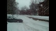 Закъсала кола в сняг !