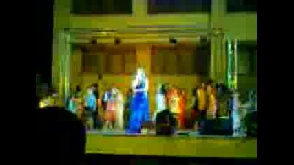 Цветелина пее на празника на град Левски - 2009г.