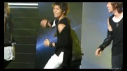Minho dancing lucifer with a piggyback ride on Onew hyung ^0^ @ Mc