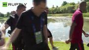 Роналдо се ядоса, хвърли микрофон в езеро