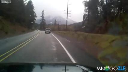 Пиян шофира опасно на пътя