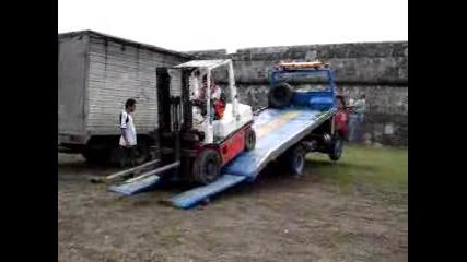 Сваляне На Мотокар От Камион:смях