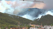 Italy: Firefighters tackle L'Aquila blaze with helicopters