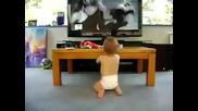 Бебе танцува на Single Ladies на Beyonce.. Смях !