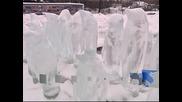Фигури на ледени пингвини изненадаха московчани