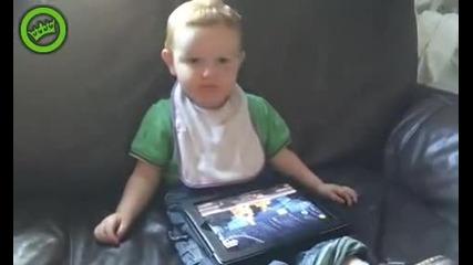 Дете се запознава с Angry Birds - Смях
