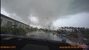 Страшно торнадо заснето от камерата в колата