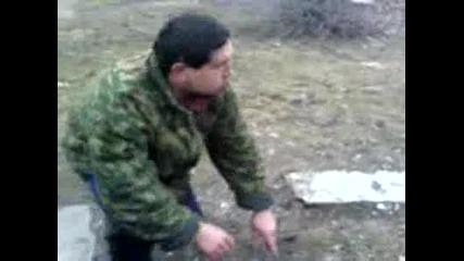 Глупави Руснаци Пока3ват Как Се Тества Каска Vbox7