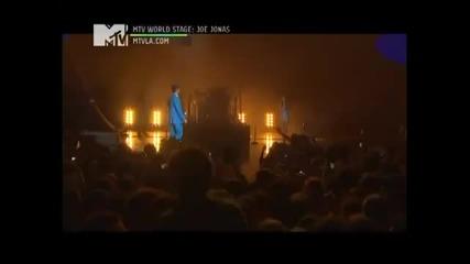 Dulce Maria canta con Joe Jonas See No More en Mtv World Stage