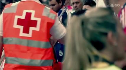 Кристиано Роналдо подарява тениската си на момче след като без да иска го уцелва с топката