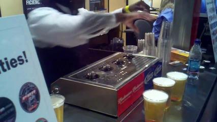 Наливане на бира през дъното им