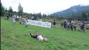 Това момиче падна много лошо, но това не и попречи да продължи състезанието